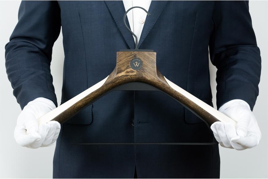 Livraison Le Cintre W - Cintre luxe sur-mesure - Delivery - bespoke luxury hanger